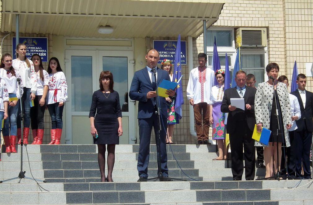 Урочиста церемонія підняття Державного Прапора України та прапора Європейського Союзу
