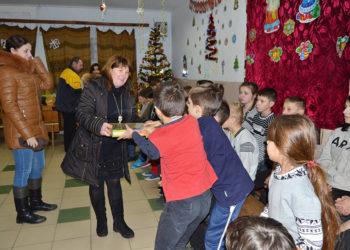 Добро починається з тебе. Студенти передали подарунки дітям із санаторію «Дружба»